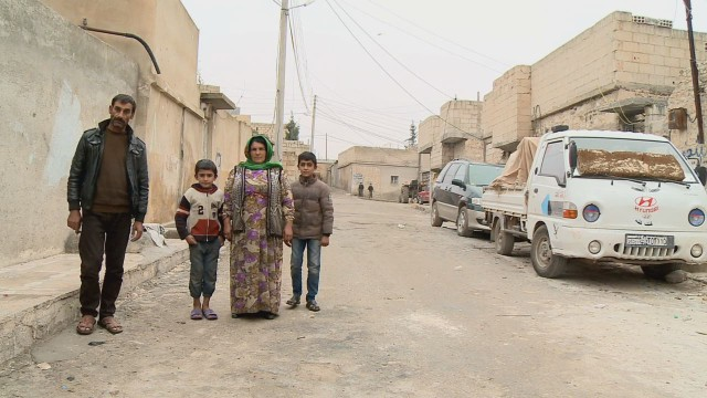 cnnee pkg paton walsh kobani the civilians_00004912.jpg