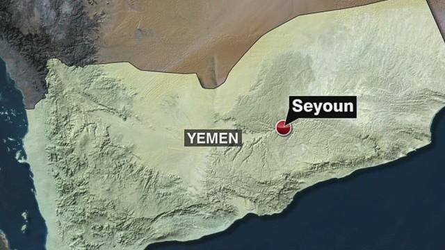 cnni suicide attack in yemen military base_00000921.jpg