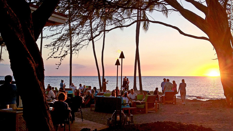 Tiki torches, swaying palms, hula and a live band -- the Big Island's Lava Lava is textbook Hawaiian beach bar.