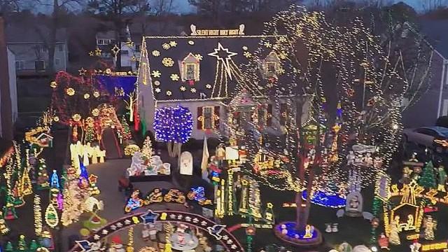 vo drone captures christmas lights_00000328.jpg