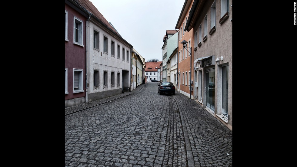 A nearly empty street in the center of Hoyerswerda.