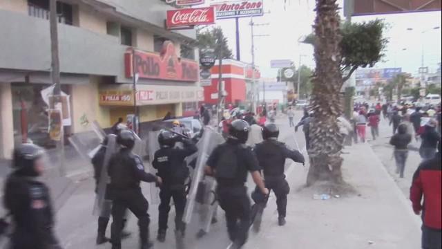 cnnee alis krupskaia chilpancingo protest _00000306.jpg