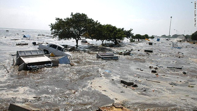 A general view of the scene at the Marina beach in Madras, 26 December 2004, after tidal waves hit the region. Tidal waves devastated the southern Indian coastline killing 1000 people, the home minister said, warning that the grim death toll was expected to rise. Disaster struck just after dawn as a huge earthquake in Indonesia sent tsunamis crashing westwards, sweeping men, women and children out to sea. (Photo credit should read STR/AFP/Getty Images)