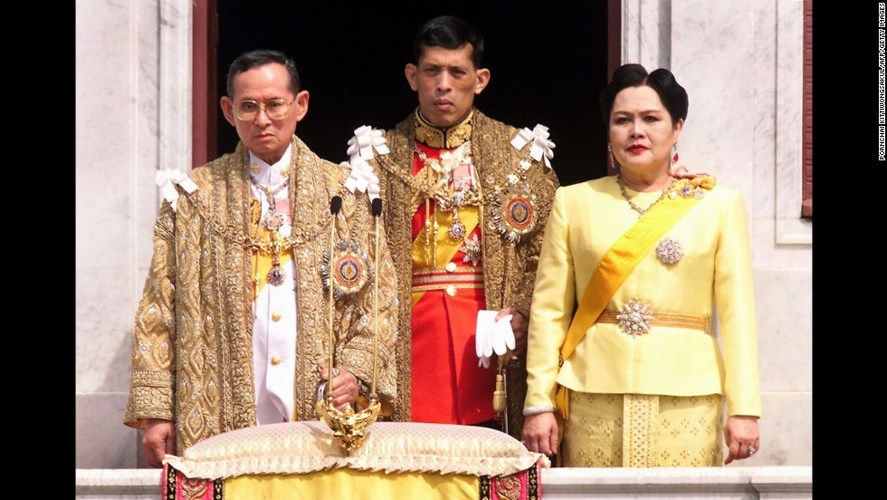 Key members of Thailand's royal family -- King Bhumibol Adulyadej, from left, Crown Prince Maha Vajiralongkorn and Queen Sirikit -- pose for a picture in 1999.