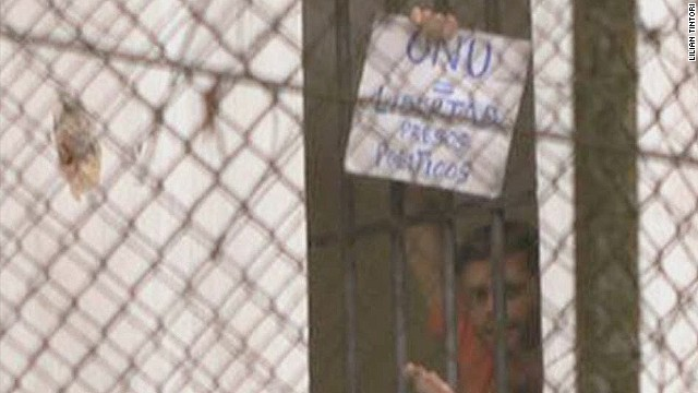 cnnee pkg hernandez holidays behind the bars_00011312.jpg
