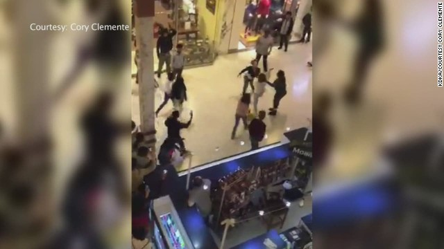 dnt fighting teenagers force mall shutdown _00011505.jpg