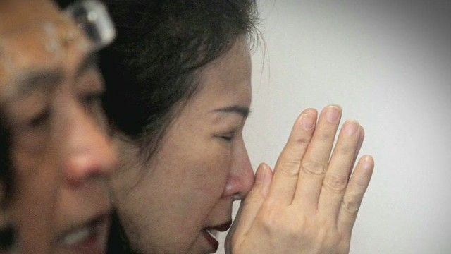 lead dnt tapper airasia victims families grief _00000024.jpg