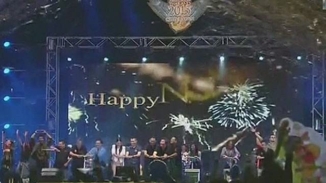 cnnee act navarro Thailand new year celebs_00014512.jpg