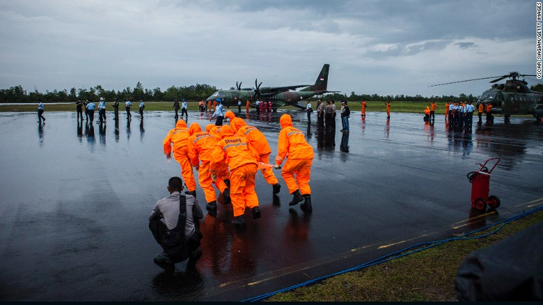 Rough weather hinders search for AirAsia 8501