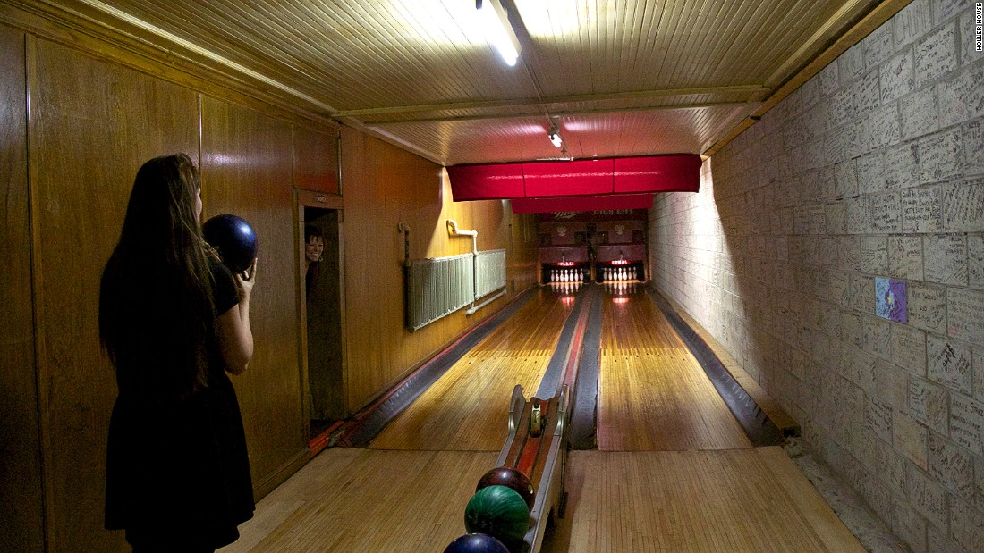 America 39 s best old fashioned bowling alleys for Best old school house