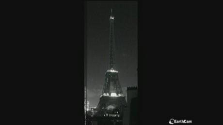cnnee earth tower eiffel tower goes dark_00003410