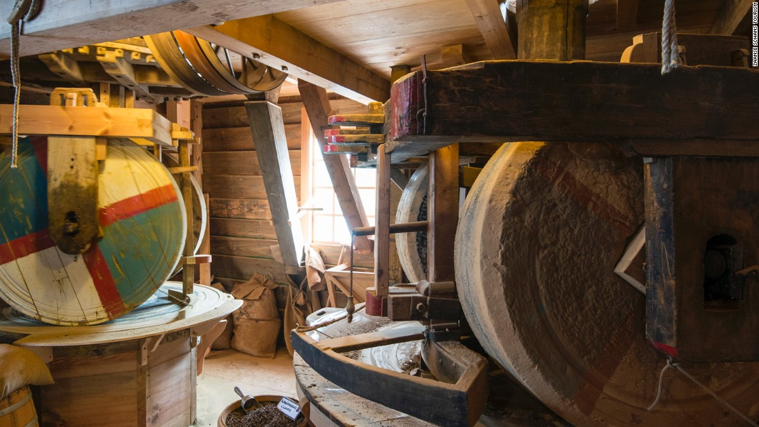 Piet Kempennar, the miller at De Kat, has been working with windmills for over 30 years. The grind stones in his windmill are made of granite and weigh 3,000kg each.