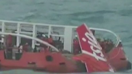 nr airasia tail brought to surface_00004611
