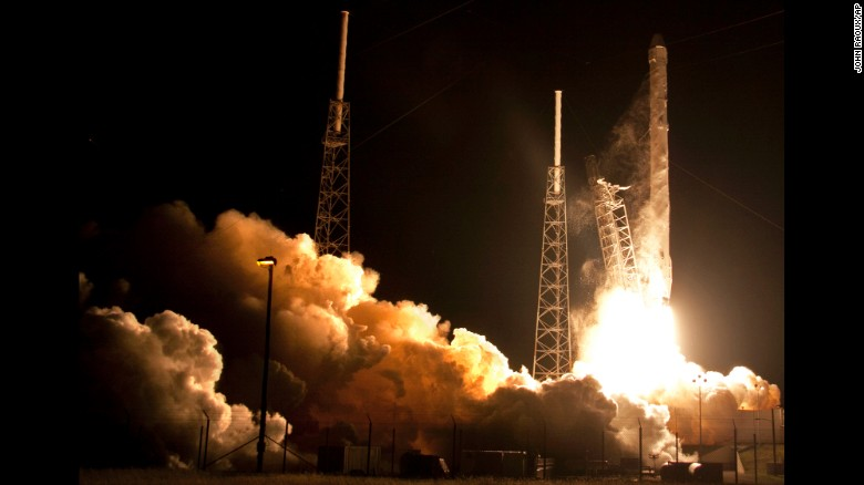 Liftoff: SpaceX's Dragon 9 heads for the ISS