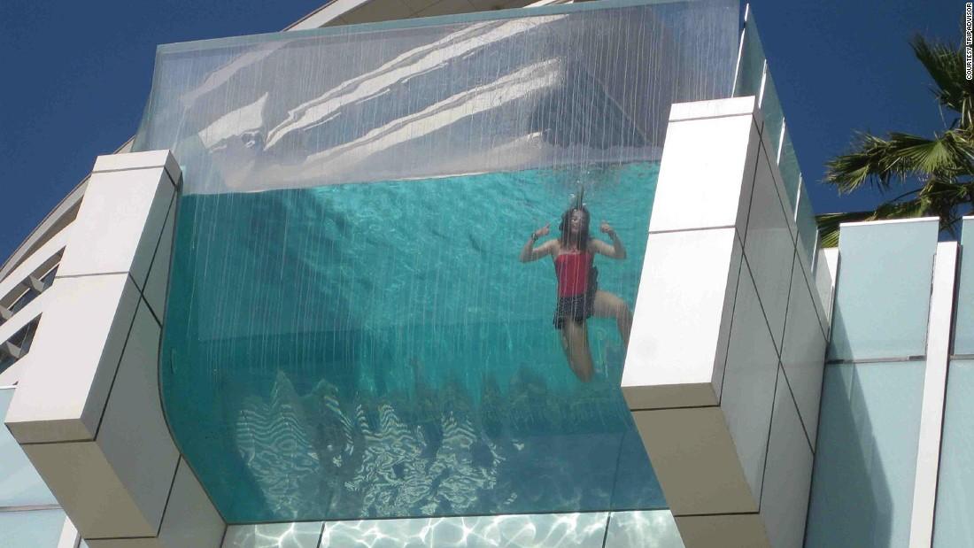 Las mejores piscinas de hoteles - Piscina de cristal ...