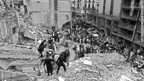 "(FILE) Firemen and policemen search for wounded people after a bomb exploded at the Argentinian Israelite Mutual Association (AMIA) in Buenos Aires, 18 July 1994.The Jewish community in Argentina expressed vehement opposition on January 28, 2013 to Argentina and Iran's agreement to create a ""truth commission"" to probe a 1994 bombing of a Jewish center that killed 85 people. On Sunday, President Cristina Kirchner announced a deal with Tehran for a probe by a commission composed of five independent judges -- none of whom would be from either Iran or Argentina.   AFP PHOTO/Ali BURAFI        (Photo credit should read ALI BURAFI/AFP/Getty Images)"
