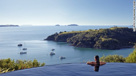 Delamore Lodge (Waiheke Island, New Zealand), Delamore Lodge's heated infinity pool has stunning views overlooking Owhaneke Bay.
