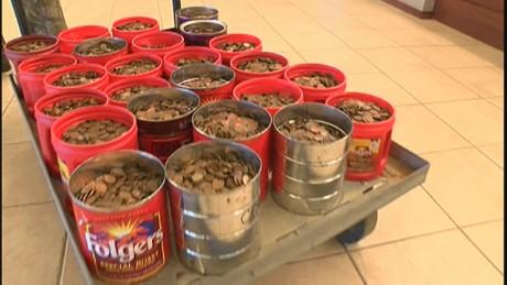 cnnee 81 yr old man saves 500 lbs in pennies_00002330
