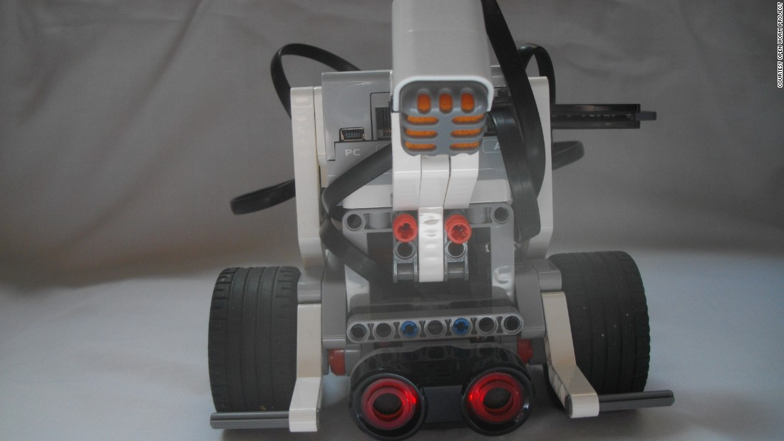 With the worm's nose neurons replaced by a sonar sensor and the motor neurons running down both sides of the worm replicated on the left and right motors of the Lego bot, the robot could emulate the worm's biological wiring.
