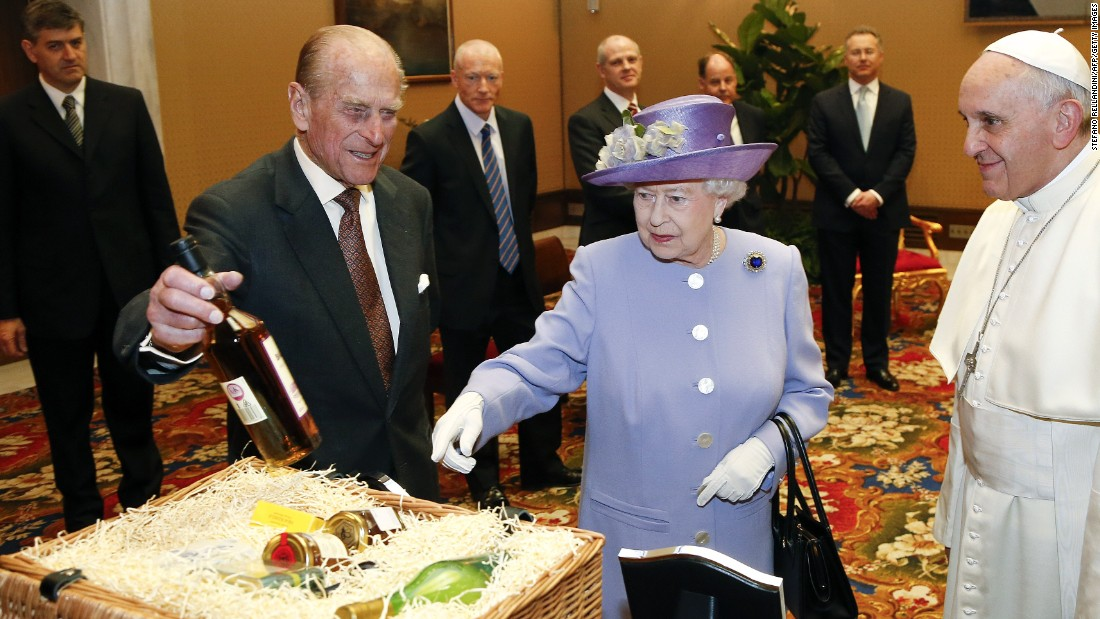Here, the British monarch and her husband Prince Philip present Pope Francis with a hamper of food and drink.