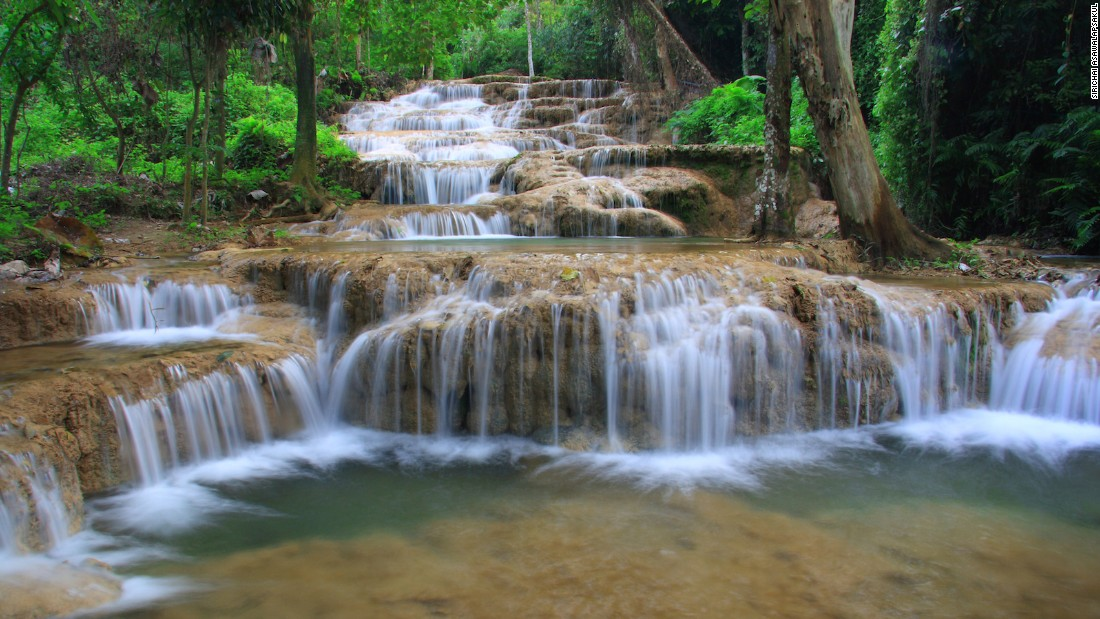 There are about a dozen waterfalls in the province of Lampang, such as the multi-tiered Mae Kae. Located in the provincial district of Ngao, it's about an hour from the main city of Lampang.