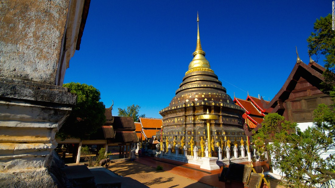 The Temple of Lampang's Great Buddha Relic is about 20 kilometers outside of the city and is believed to house several Buddha artifacts. One of the province's best examples of Lanna architecture and design, its origins date to the 11th-12th century.