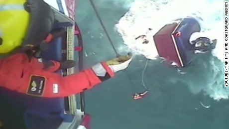 vosil british coastguard rescues irish fishermen Iuda Naofa_00001211