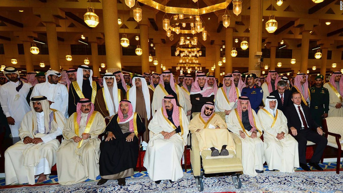 King Salman and other relatives of King Abdullah wait for his body at the mosque.
