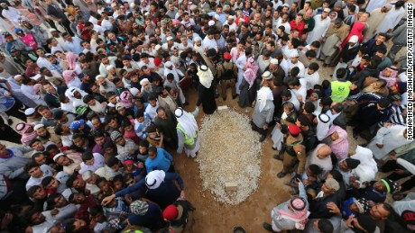Mourners gather around the grave of Saudi Arabia's King Abdullah bin Abdulaziz al Saud at the Al-Oud cemetery in Riyadh on January 23, 2015. Thousands gathered in Riyadh to pay their respects to King Abdullah, a cautious reformer who succeeded in securing broader freedoms in the conservative kingdom but fell short in gaining greater independence for women.