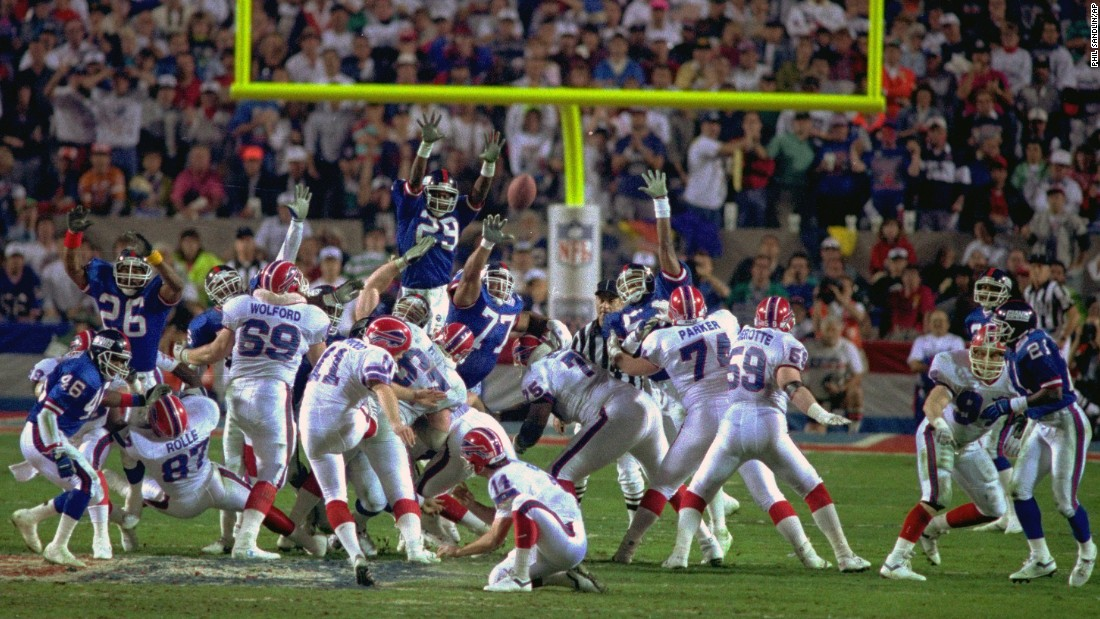 Buffalo kicker Scott Norwood missed a 47-yard field goal as time expired, and the New York Giants beat the Bills 20-19 in 1991.