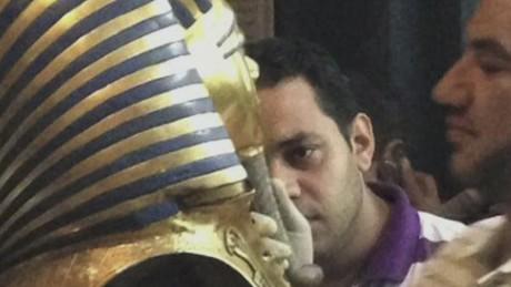 pkg daftari egypt king tut close shave_00000612