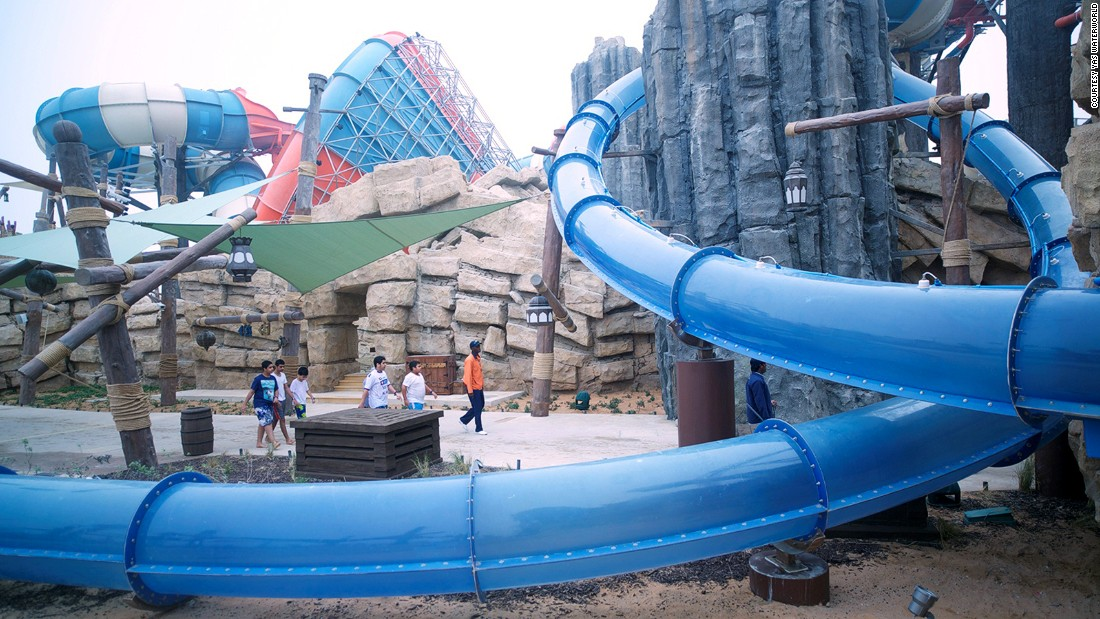 Luckily, the idea of a full 360 loop in a giant water tube is a thing of the past. The Liwa Loop at Yas Waterworld defies gravity without accidents and pain.