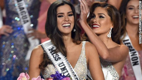 Miss Colombia Paulina Vega (L) is crowned Miss Universe 2014 by Miss Universe 2013 Gabriela Isler (R) during the 63rd Annual MISS UNIVERSE Pageant at Florida International University on January 25, 2015 in Miami, Florida.    AFP PHOTO /  TIMOTHY  A. CLARY        (Photo credit should read TIMOTHY A. CLARY/AFP/Getty Images)