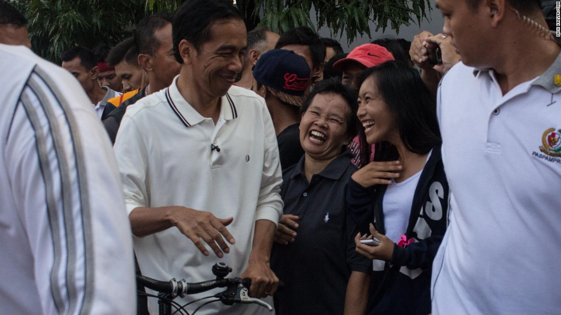 In a country long ruled by aloof presidents with ties to the military and the elite, people in Jakarta were positively giddy to see their president among them.<br />Jokowi's security team allowed the President to be jostled by young and old elbowing in for a handshake.