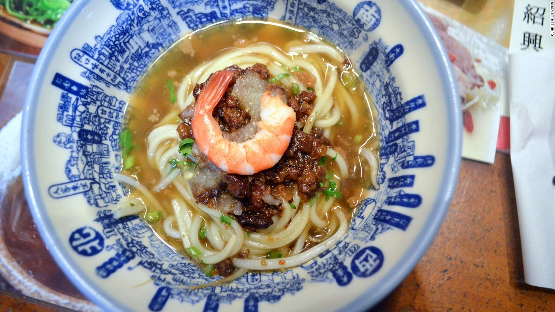 These oil noodles with minced pork and shrimp make one of the most iconic snacks in Tainan.