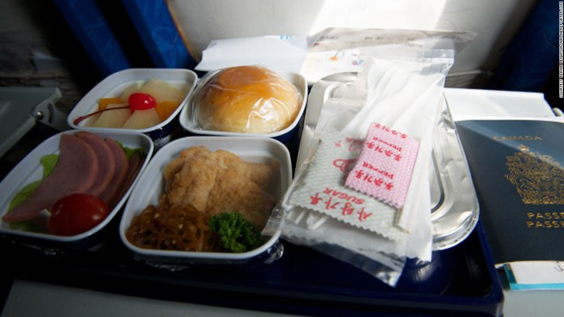 Air Koryo's in-flight meal service included cold chicken, warm potato curry, cold ham and a bun. For dessert: fruit salad.