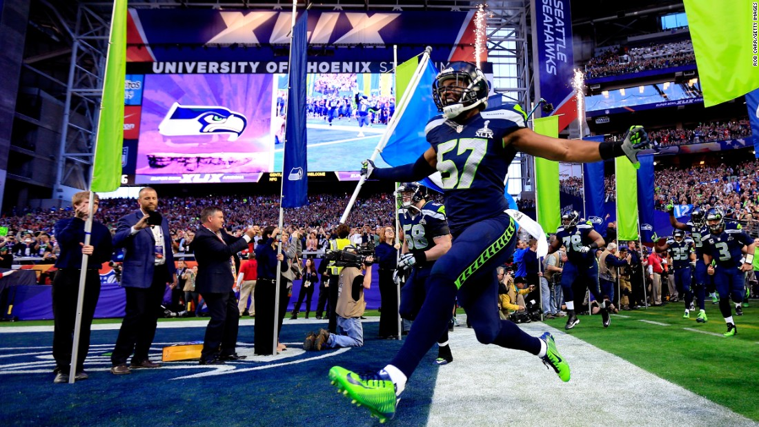 Seattle's Mike Morgan runs onto the field prior to the start of the game.