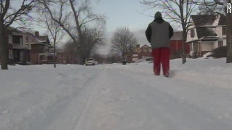 dnt detroit man walks 21 miles to work _00001609