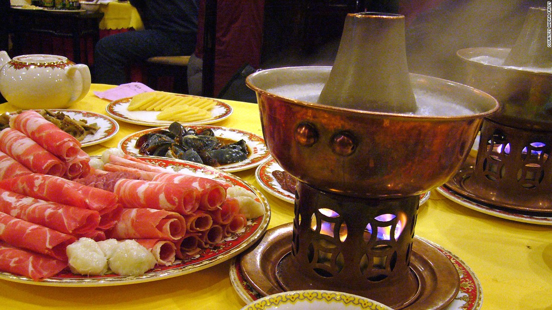 A reminder of Mongolian nomads, heavy and hearty lamb hot pot is hugely popular, especially in the north during the bitterly cold winter.