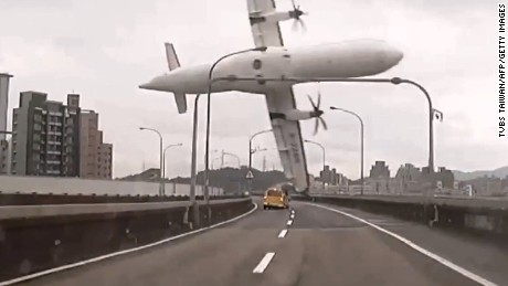 "TOPSHOTS TAIWAN OUT This screen grab taken from video provided courtesy of TVBS Taiwan on February 4, 2015 shows a TransAsia ATR 72-600 turboprop plane clipping an elevated motorway and hitting a taxi (C) before crashing into the Keelung river outside Taiwan's capital Taipei in New Taipei City. The low-flying passenger plane, TransAsia Flight GE235 with 58 people on board, clipped the bridge and plunged into the river outside Taiwan's capital with at least 11 feared dead and many trapped inside.    TAIWAN OUT  -- AFP PHOTO / TVBS Taiwan ---EDITORS NOTE--- RESTRICTED TO EDITORIAL USE - MANDATORY CREDIT ""AFP PHOTO / TVBS Taiwan"" - NO MARKETING NO ADVERTISING CAMPAIGNS - DISTRIBUTED AS A SERVICE TO CLIENTS - NO ARCHIVESTVBS Taiwan/AFP/Getty Images"