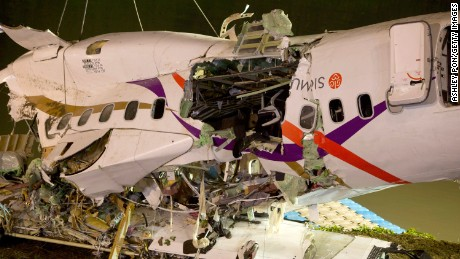 Rescuers lift the wreckage of the TransAsia ATR 72-600 oot of the Keelung river at New Taipei City on February 4, 2015.