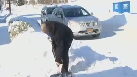 newday job offers for man who shovels for free_00000726