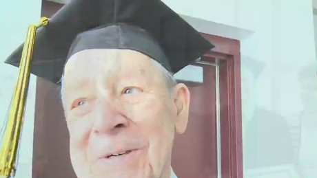 newday vet gets diploma 70 years later_00004223.jpg