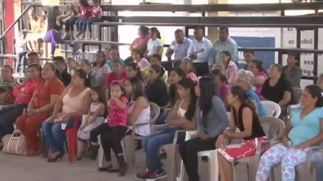 cnnee sandoval honduras school for parents_00000711