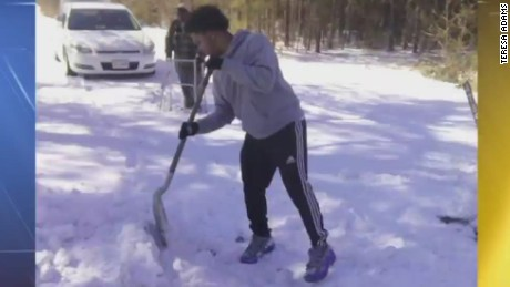 pkg virginia teen helps elderly man shovel_00005310
