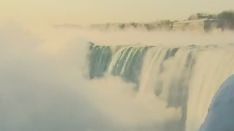 newday sot young niagara falls frozen_00003028
