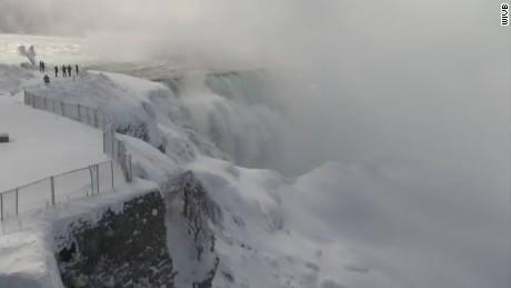 cnnee us niagara falls frozen_00000508