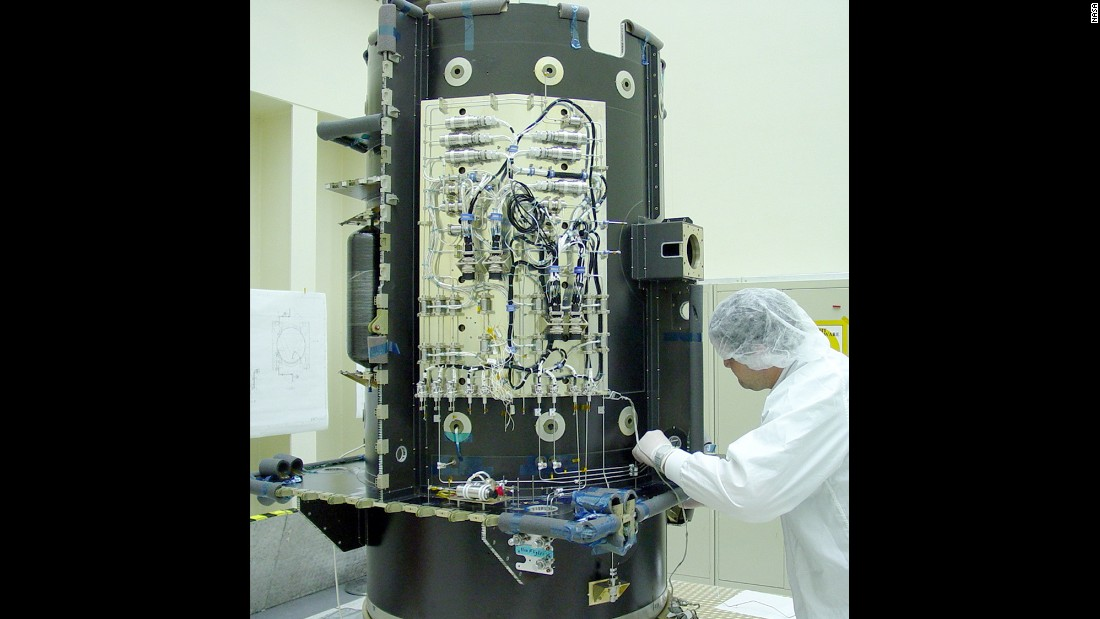 A worker checks the xenon feed system on Dawn.