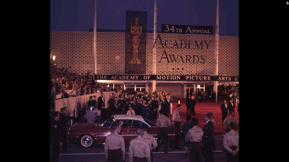 Guests arrive for the Academy Awards at the Civic Auditorium in Santa Monica, California, in April 1962.