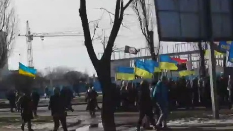 nr pleitgen vo bomb explodes during pro ukrainian rally_00001123.jpg